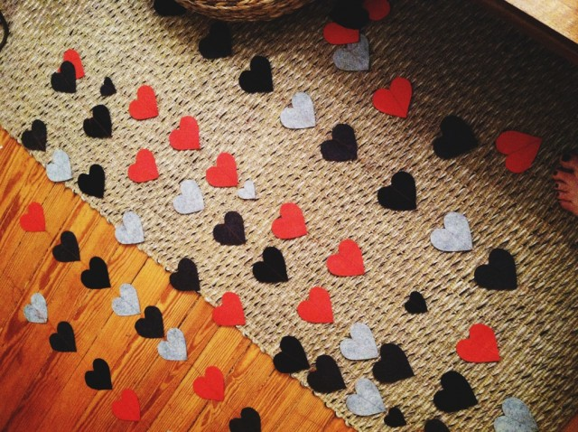 A Denver Home Companion | DIY heart window garland